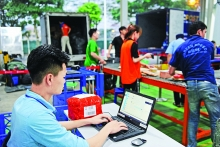 hanoi boosts e commerce development