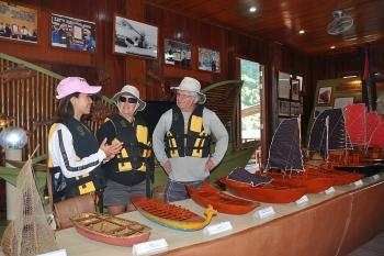 floating cua van fishing village attracts visitors