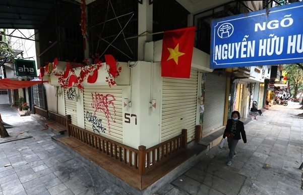restaurants and cafes in hanoi can reopen street stalls and bars remain closed