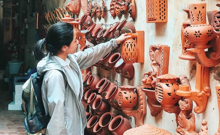 the successful marriage of traditional crafts and digital commerce