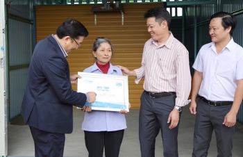 bluescope zacs and authorized dealers donated 50 zacs houses for the poor in 10 provinces