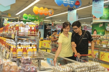 traditional retail is still going strong in vietnam