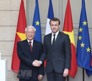 vietnam france sign multi billion dollar contracts