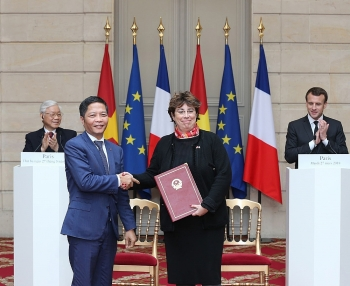 vietnam france tighten strategic partnership