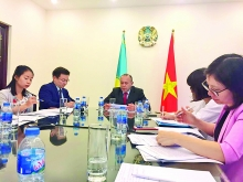 kazakhstan pledges to prioritize business with vietnam