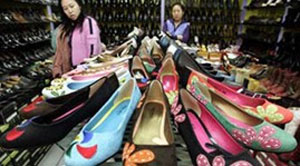 Foreign goods find it easy to penetrate Vietnamese market