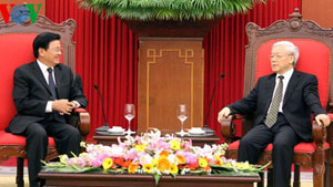 Leaders confirm commitment to bolster ties with Laos
