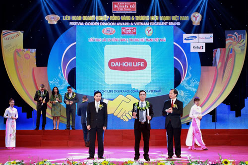 Dai-ichi Life Vietnam received the Golden Dragon Award for 7 consecutive years