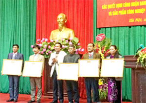 Hanoi honors artisans, craft villages