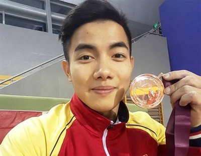 Hưng wins parallel bars bronze at Doha Gymnastics World Cup