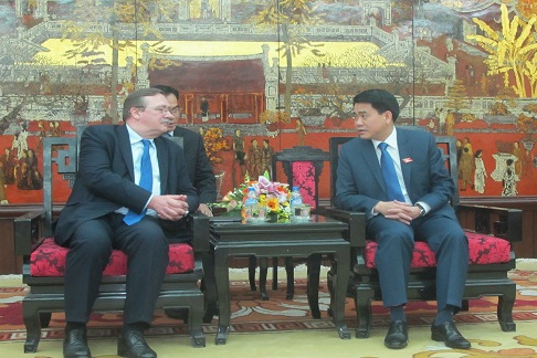 Hanoi, Hungary boost water plant project