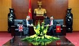 the deputy minister hoang quoc vuong receives the uk foreign secretarys special envoy for climate change