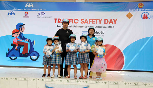 Abbott volunteers take part in extracurricular activities aimed at enhancing child road-safety competency