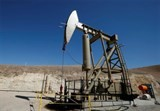 us oil output continues to fall