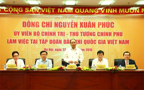 PM hails PetroVietnam's contributions to national energy security