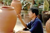 phu lang pottery adapts to modern times