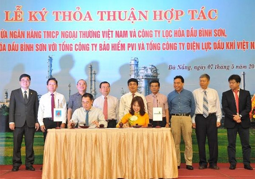 Vietcombank, Binh Son refinery company step up cooperation