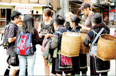 Lao Cai issues tourism, infrastructure investment call