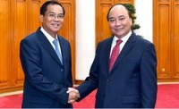 pm urges ministries of vietnam laos to foster economic links