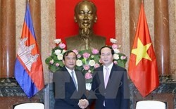 president greets cambodian foreign minister