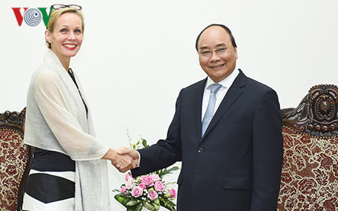 PM receives Swedish, Myanmar diplomats