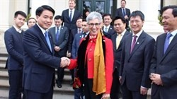 hanoi leader visits australias victoria state to foster all round ties