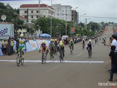 Thật wins first stage of national women's cycling tournament
