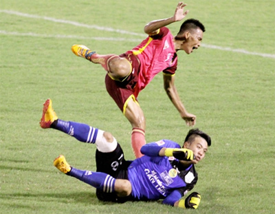 Can Tho goalkeeper banned, fined due to serious foul