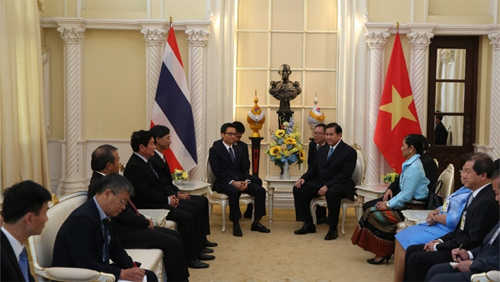 Deputy PM holds talks with Thai counterpart, concludes visit