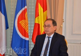 french presidents visit to develop relations with vietnam