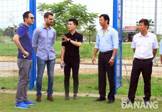 barcelonas asia school director visits da nang