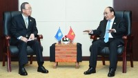pm meets australian counterpart un leader in vientiane
