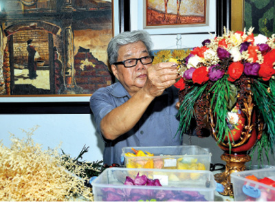 The man who makes flowers immortal
