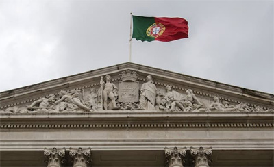 "IMF warns Portugal facing ""slowdown"""