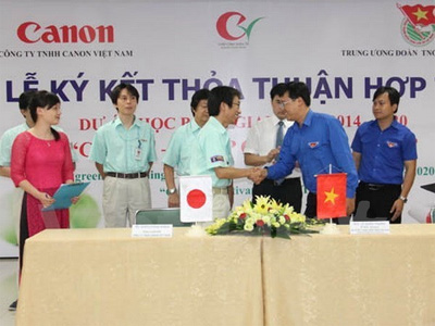 "Canon ""cultivates future talents"" with nationwide scholarships"