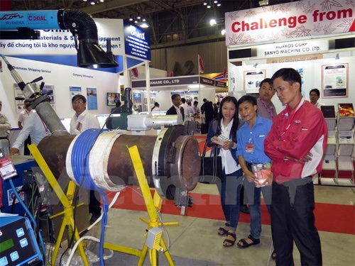 Exhibitions help promote links in support industry