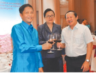 vietnam laos promote industry trade cooperation
