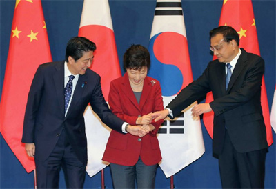 Leaders of Japan, RoK, China meet for tripartite summit