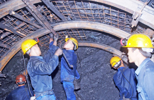 Tightening labor safety management at mines