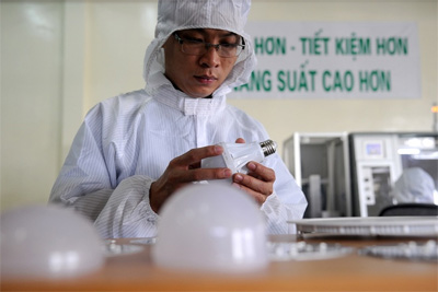 Vietnam's largest solar battery factory