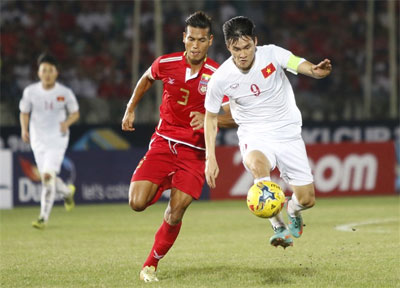 Vinh's goal seal Việt Nam's first win at AFF Cup
