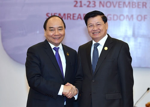 Prime Minister meets Lao counterpart