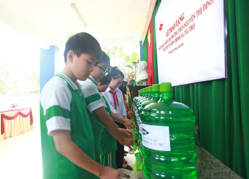 Dow provides clean drinking water to nearly 1,500 Danang's pupils